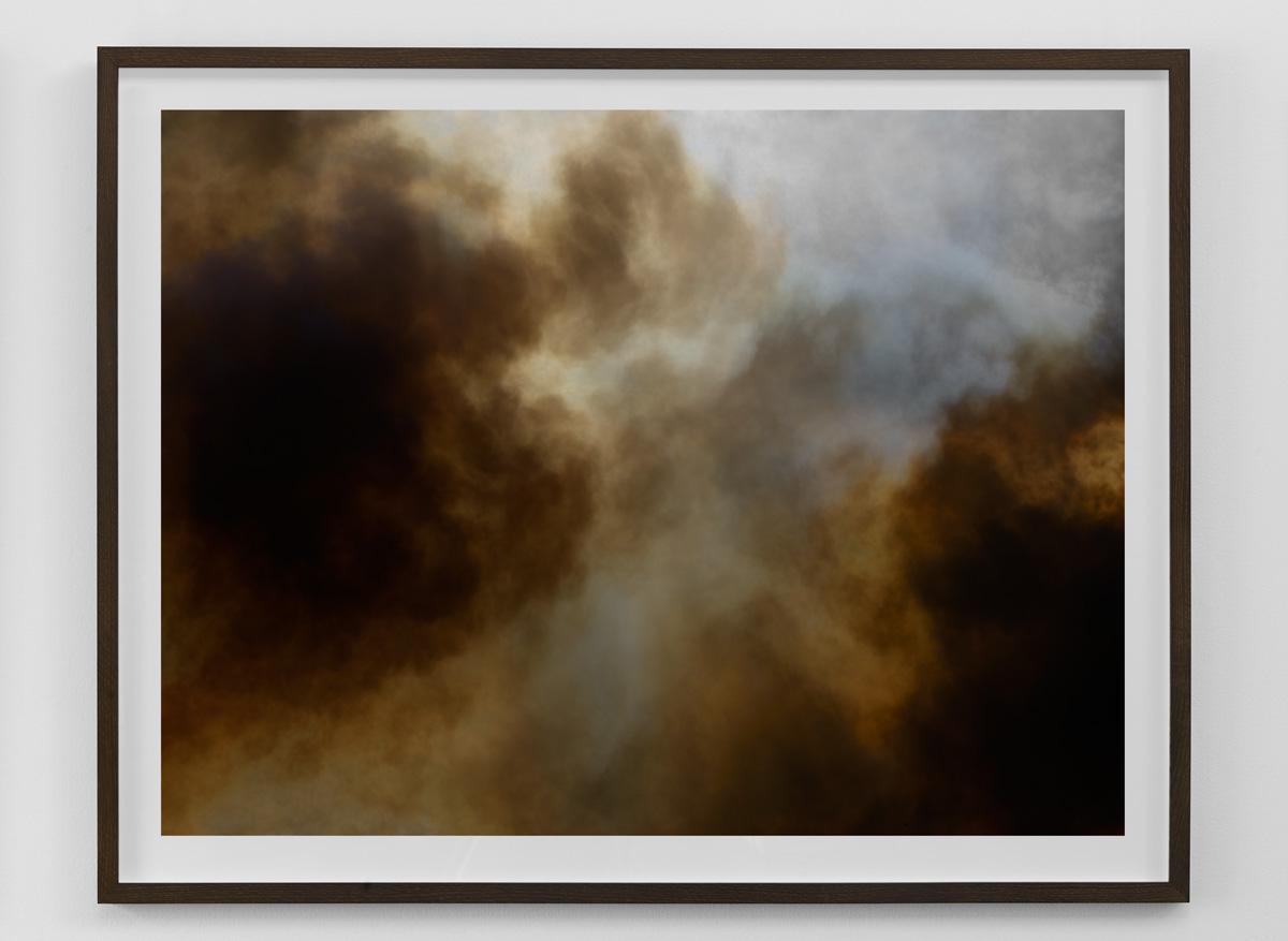 Wildfire limited edition print 80×103 cm (billedstørrelse 70×93 cm) indrammet i massivt røget eg monteret på Dibond.